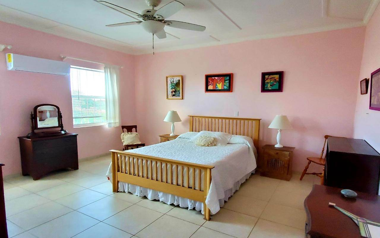 14. Single Family Homes for Sale at Winton Highway, Winton, Nassau And Paradise Island Bahamas