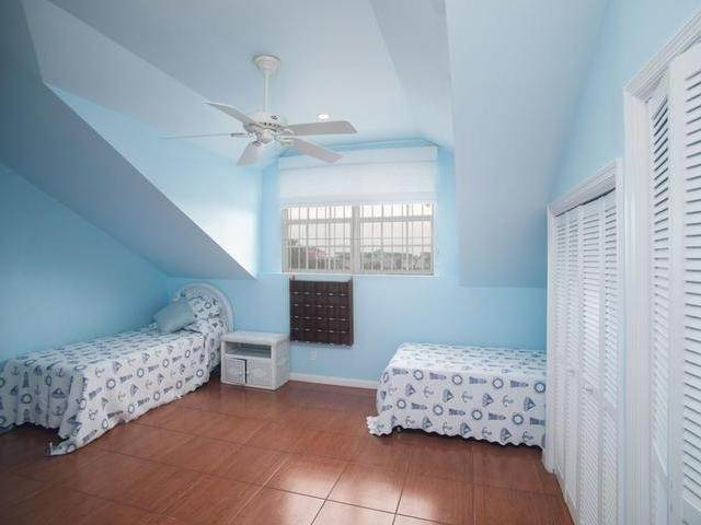 15. Single Family Homes for Sale at Sandyport, Cable Beach, Nassau And Paradise Island Bahamas
