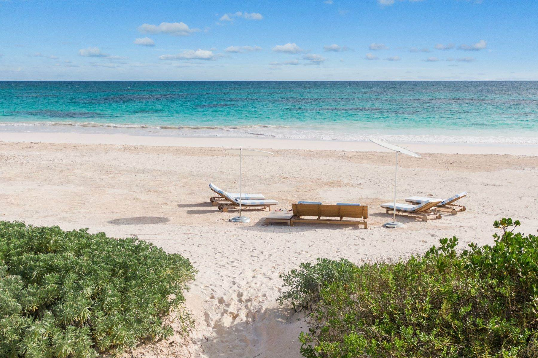 8. Single Family Homes for Sale at Harbour Island, Eleuthera Bahamas