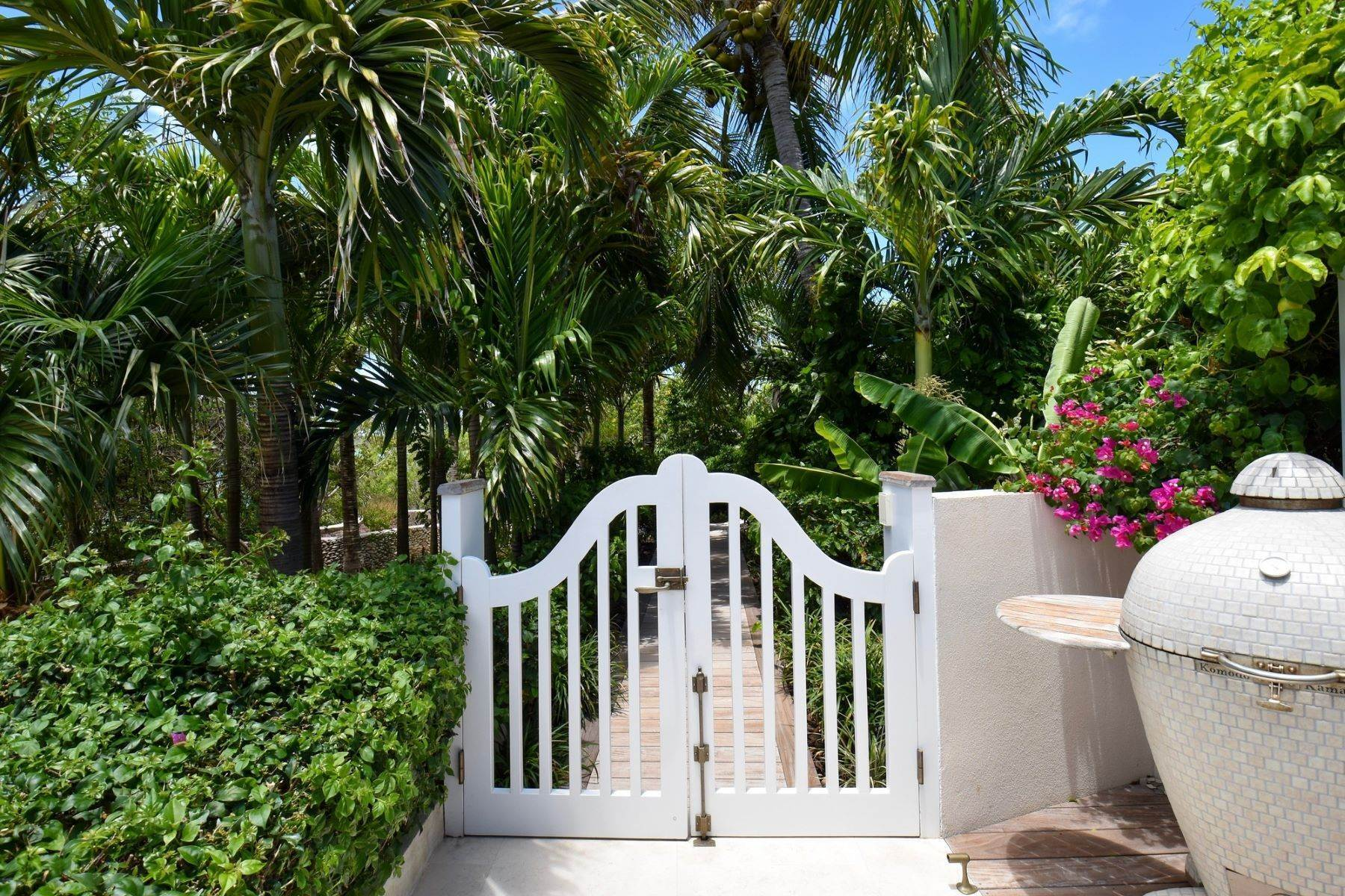 19. Single Family Homes for Sale at Allamanda Estate & Acreage Windermere Island, Eleuthera Bahamas