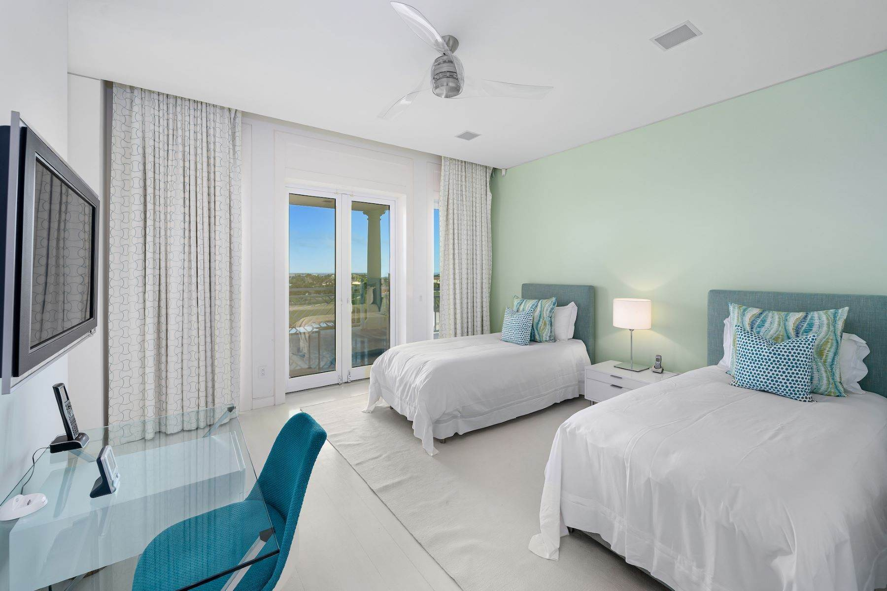 27. Single Family Homes for Sale at A6.2 Ocean Club Residences & Marina Penthouse Ocean Club Residences and Marina, Paradise Island, Nassau And Paradise Island Bahamas