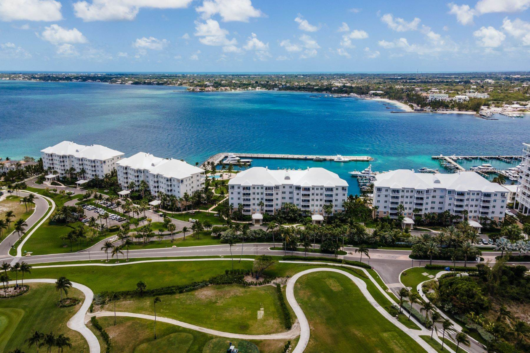 40. Single Family Homes for Sale at A6.2 Ocean Club Residences & Marina Penthouse Ocean Club Residences and Marina, Paradise Island, Nassau And Paradise Island Bahamas