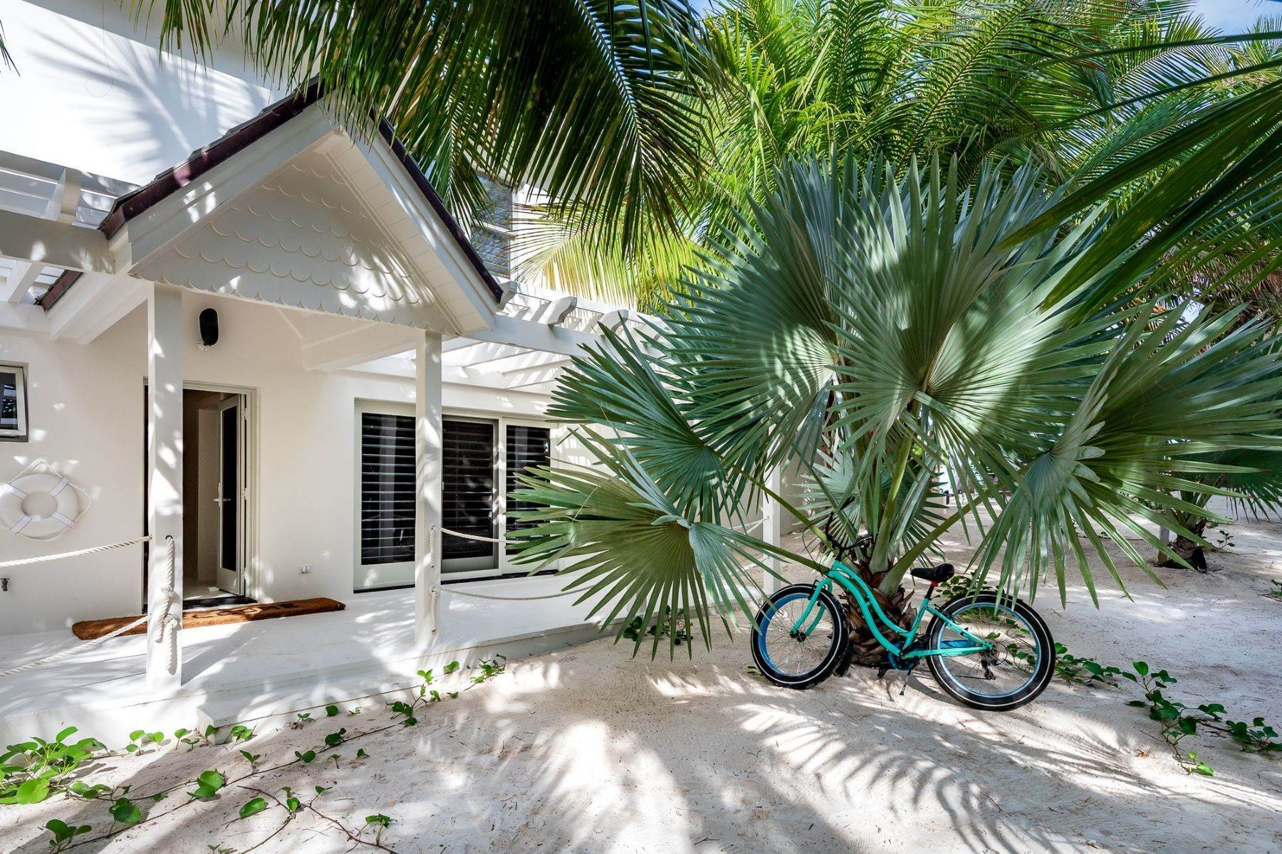 29. Single Family Homes for Sale at Harbour Island, Eleuthera Bahamas