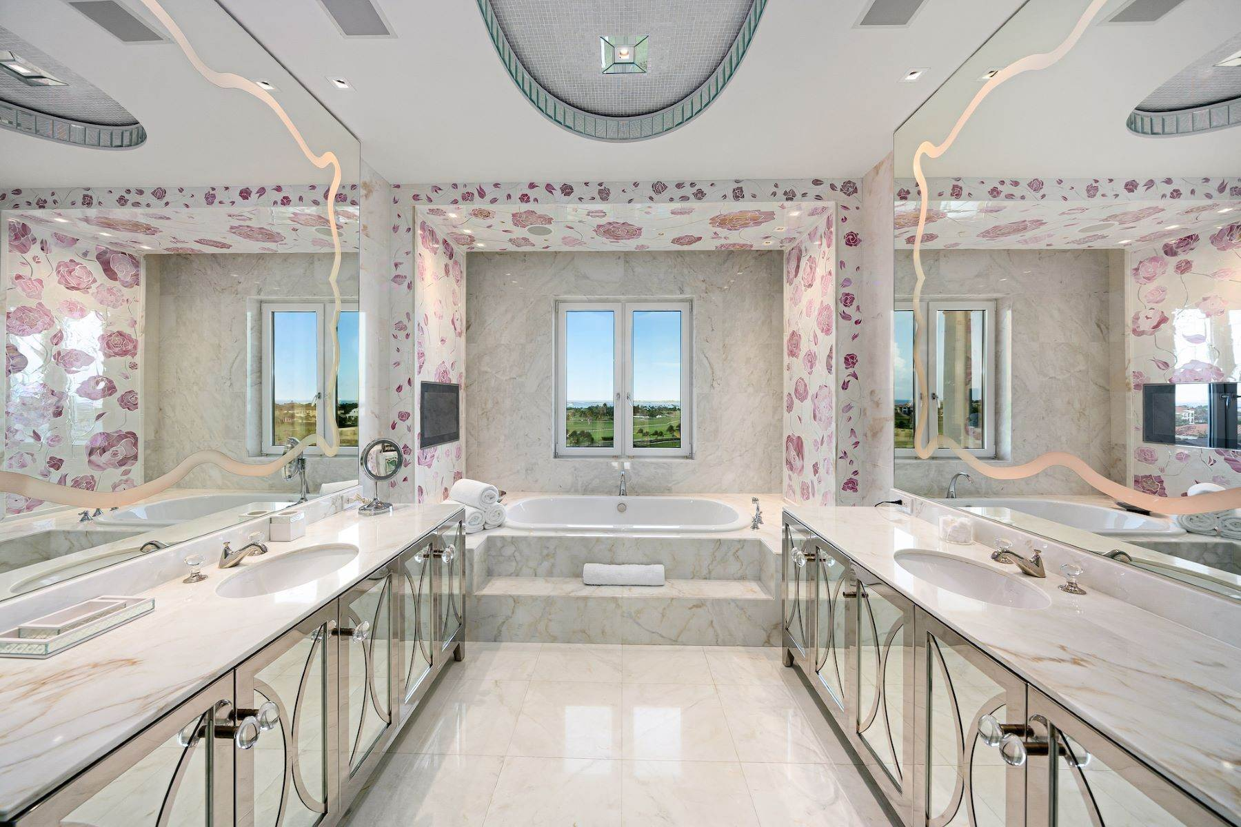16. Single Family Homes for Sale at A6.2 Ocean Club Residences & Marina Penthouse Ocean Club Residences and Marina, Paradise Island, Nassau And Paradise Island Bahamas