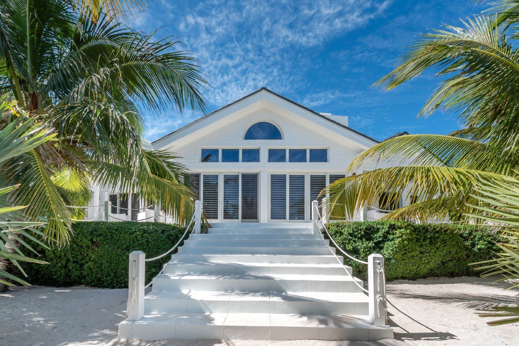 31. Single Family Homes for Sale at Harbour Island, Eleuthera Bahamas