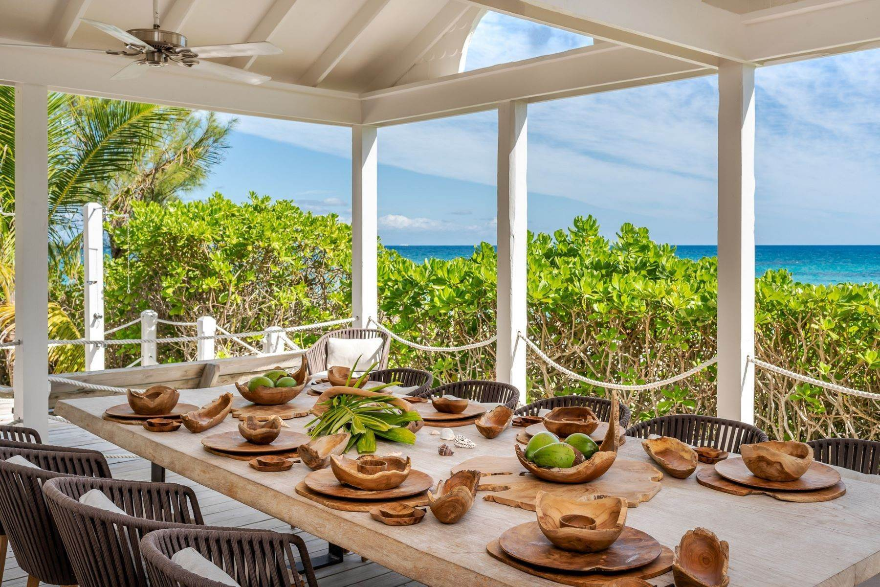 33. Single Family Homes for Sale at Harbour Island, Eleuthera Bahamas