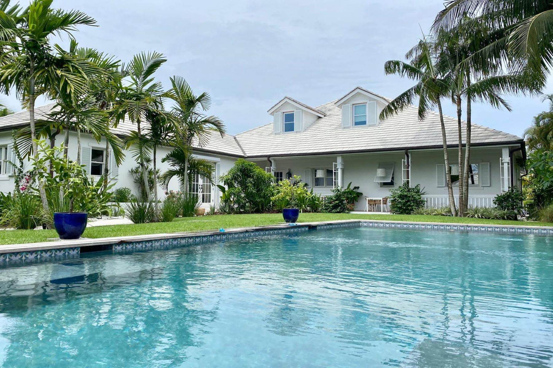 Single Family Homes por un Venta en Dolphin Cove, Old Fort Bay Old Fort Bay, Nueva Providencia / Nassau Bahamas