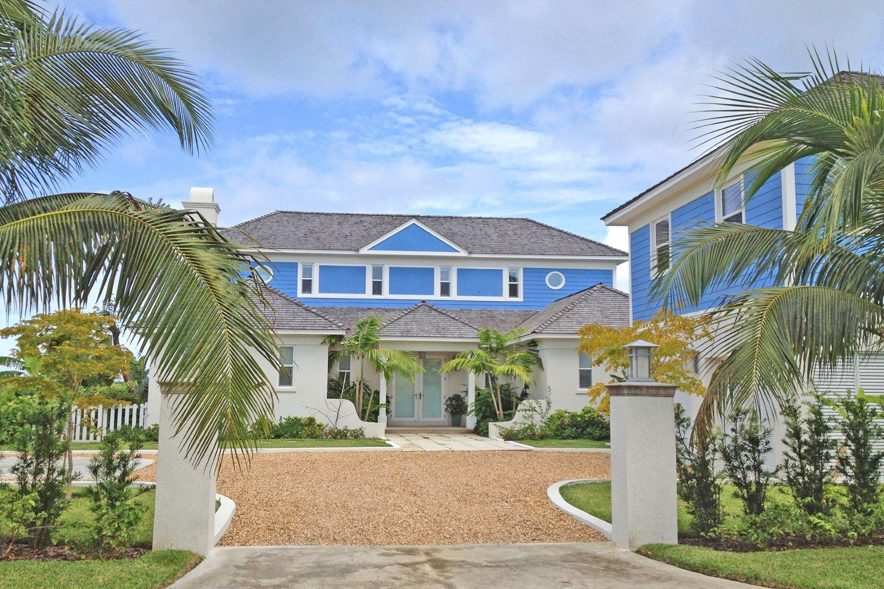 Single Family Homes pour l Vente à Old Fort Bay on Charleston Island 5 Old Fort Bay, New Providence/Nassau Bahamas
