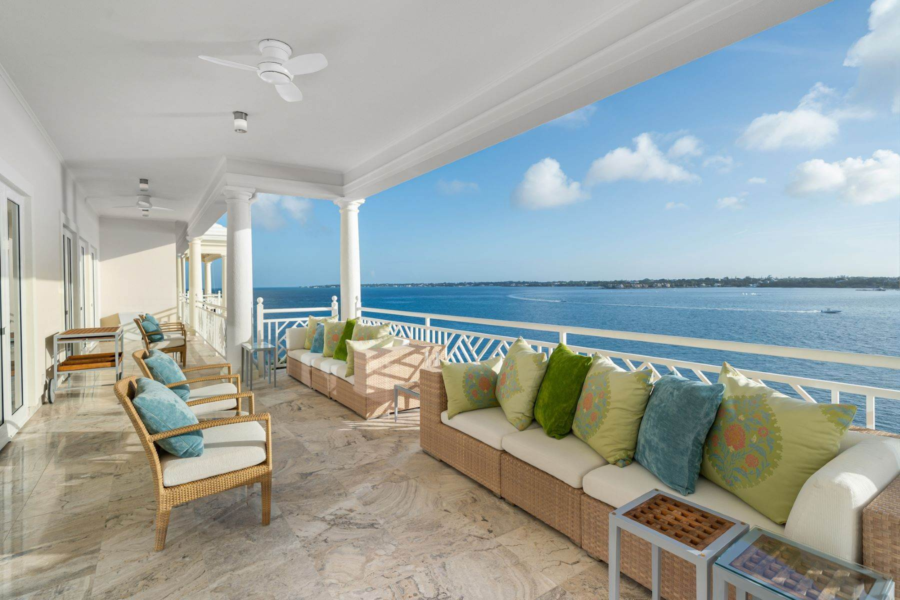 9. Single Family Homes for Sale at A6.2 Ocean Club Residences & Marina Penthouse Ocean Club Residences and Marina, Paradise Island, Nassau And Paradise Island Bahamas