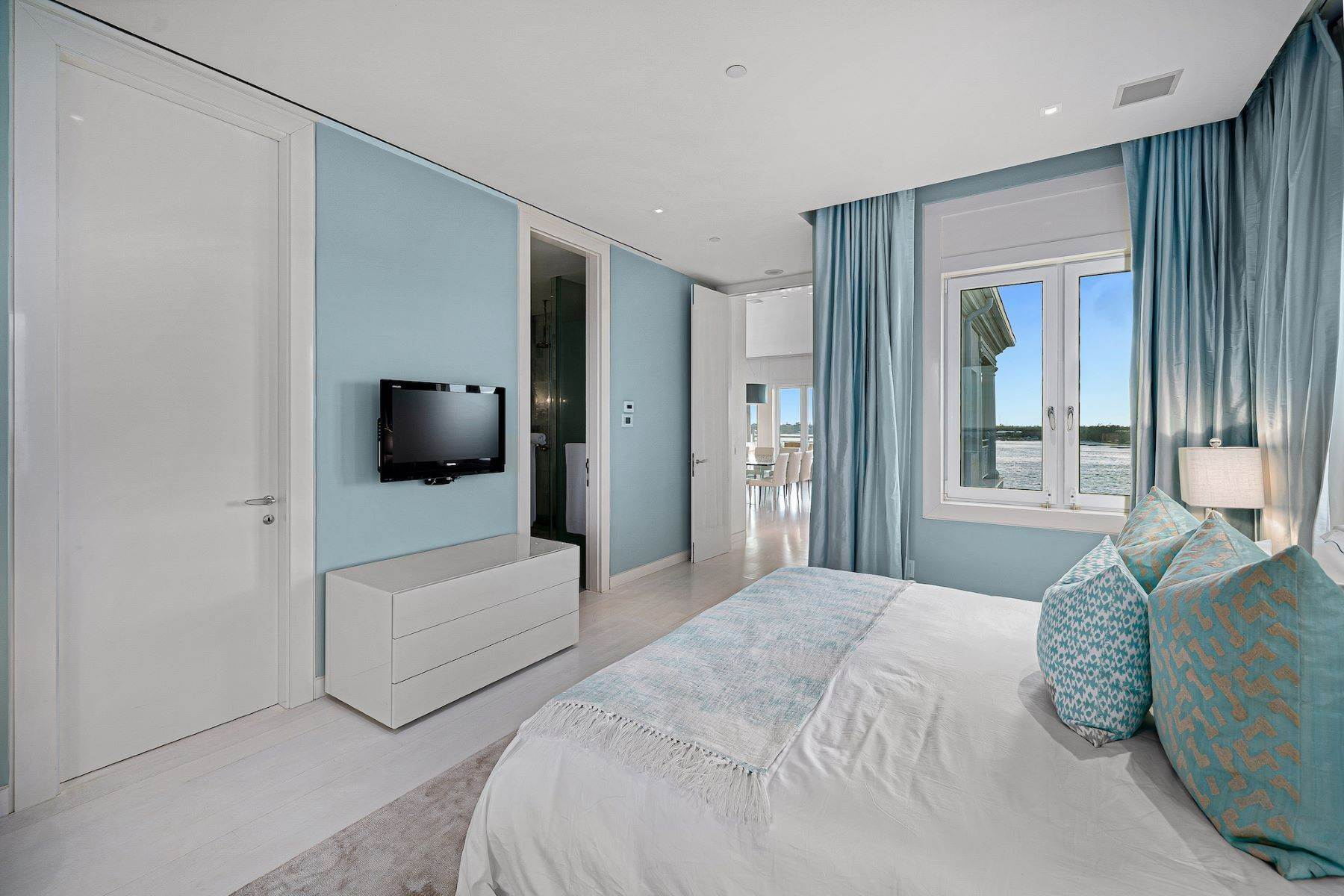 21. Single Family Homes for Sale at A6.2 Ocean Club Residences & Marina Penthouse Ocean Club Residences and Marina, Paradise Island, Nassau And Paradise Island Bahamas