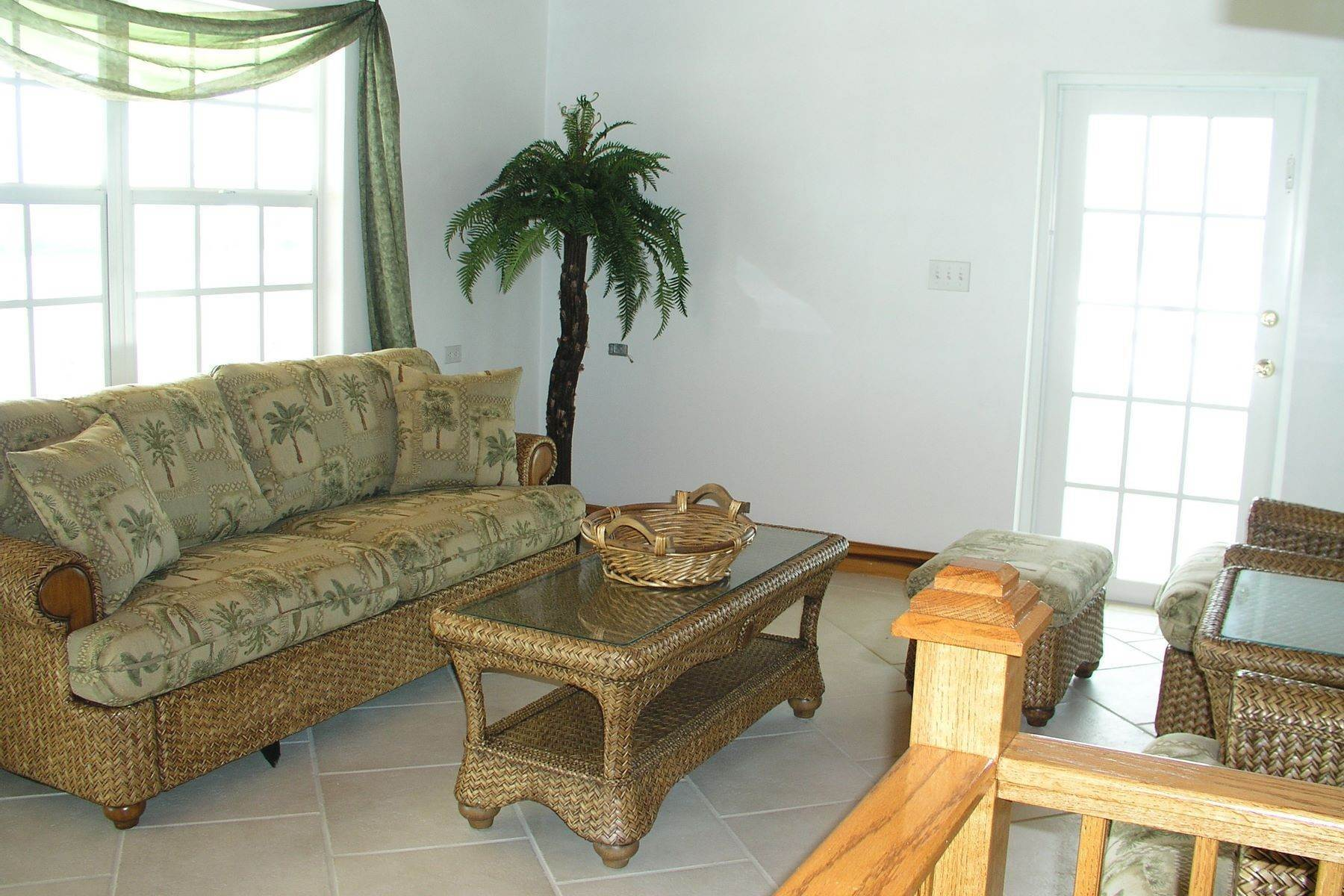 11. Single Family Homes for Sale at Seaside Villa - Harbour Front Spanish Wells, Eleuthera Bahamas