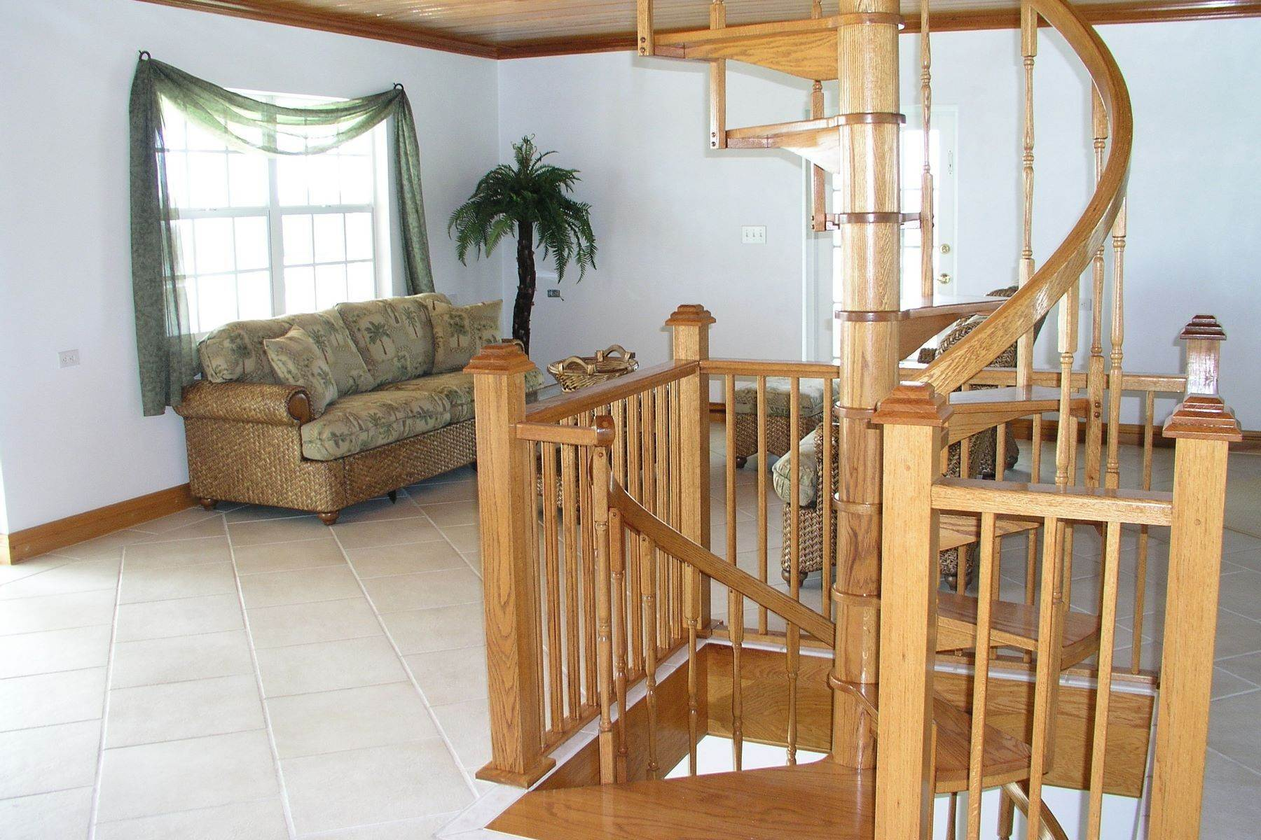 8. Single Family Homes for Sale at Seaside Villa - Harbour Front Spanish Wells, Eleuthera Bahamas